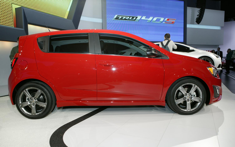 Chevrolet sonic antennas jcwhitney jc whitney auto autos for Chevy sonic vs honda fit