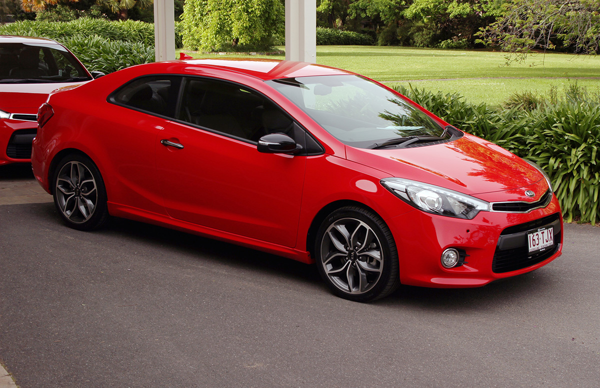 kia cerato koup 2014 kia forte koup 2014 4 lista de carros. Black Bedroom Furniture Sets. Home Design Ideas