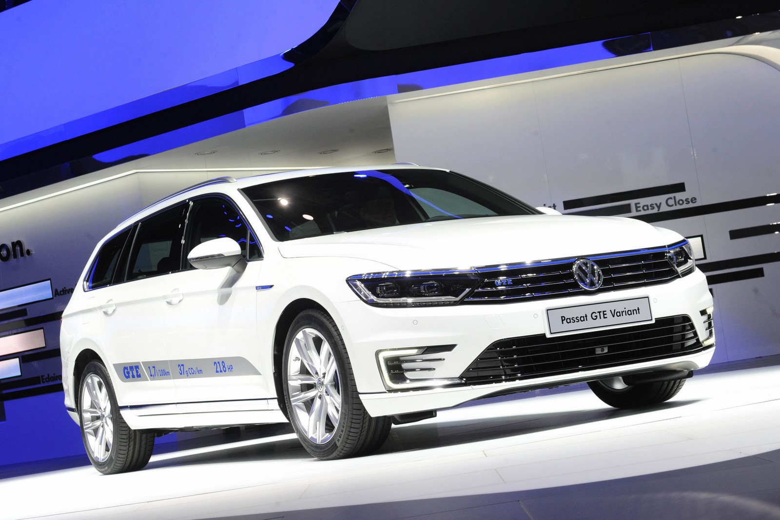 auto show de paris 2014 volkswagen passat gte la. Black Bedroom Furniture Sets. Home Design Ideas