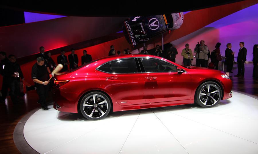 Acura TLX 2015: Otras alternativas son el BMW Serie 3 Sedán, Mercedes
