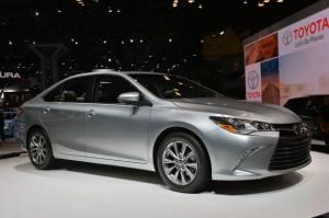 Toyota Camry Hybrid 2015: diseño, elegancia y eficiencia.