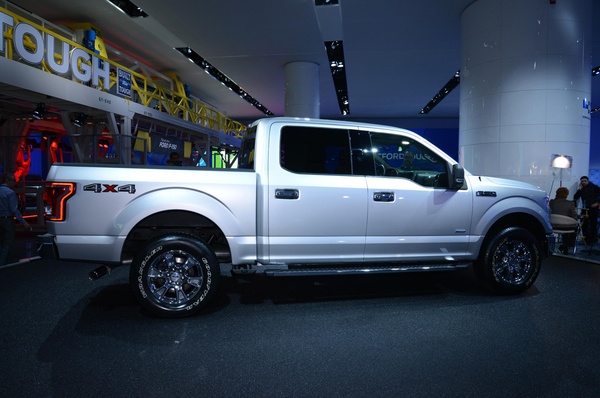 ford f 150 2015 segura ponderosa y ahora con menos peso lista de carros. Black Bedroom Furniture Sets. Home Design Ideas