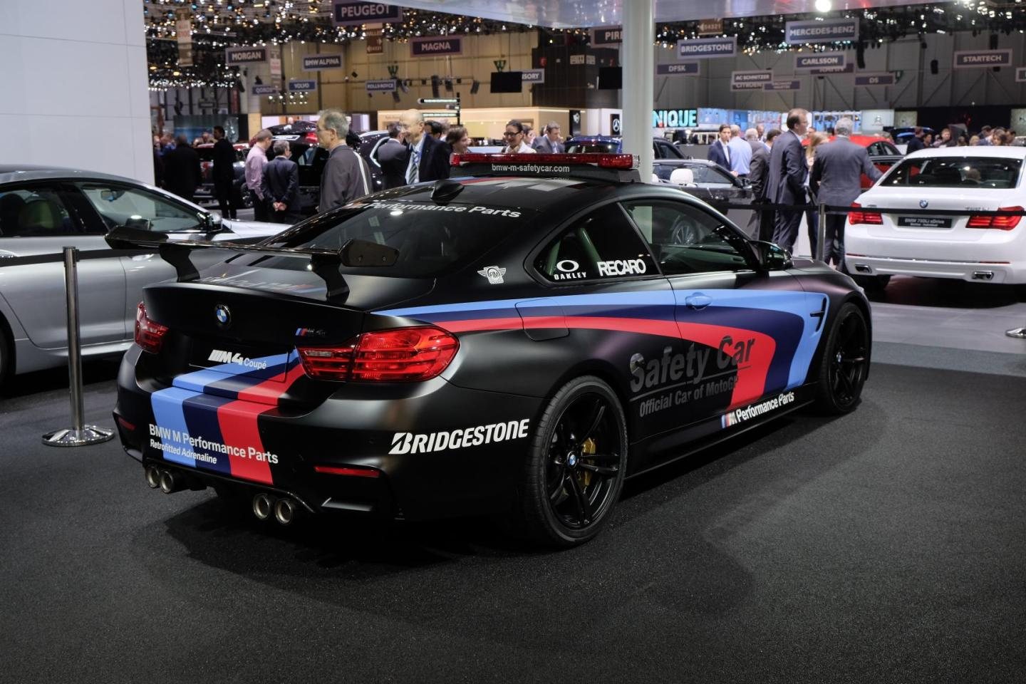 auto show de ginebra 2015 bmw m4 coup safety car motogp 2015 un escolta de lujo lista de. Black Bedroom Furniture Sets. Home Design Ideas
