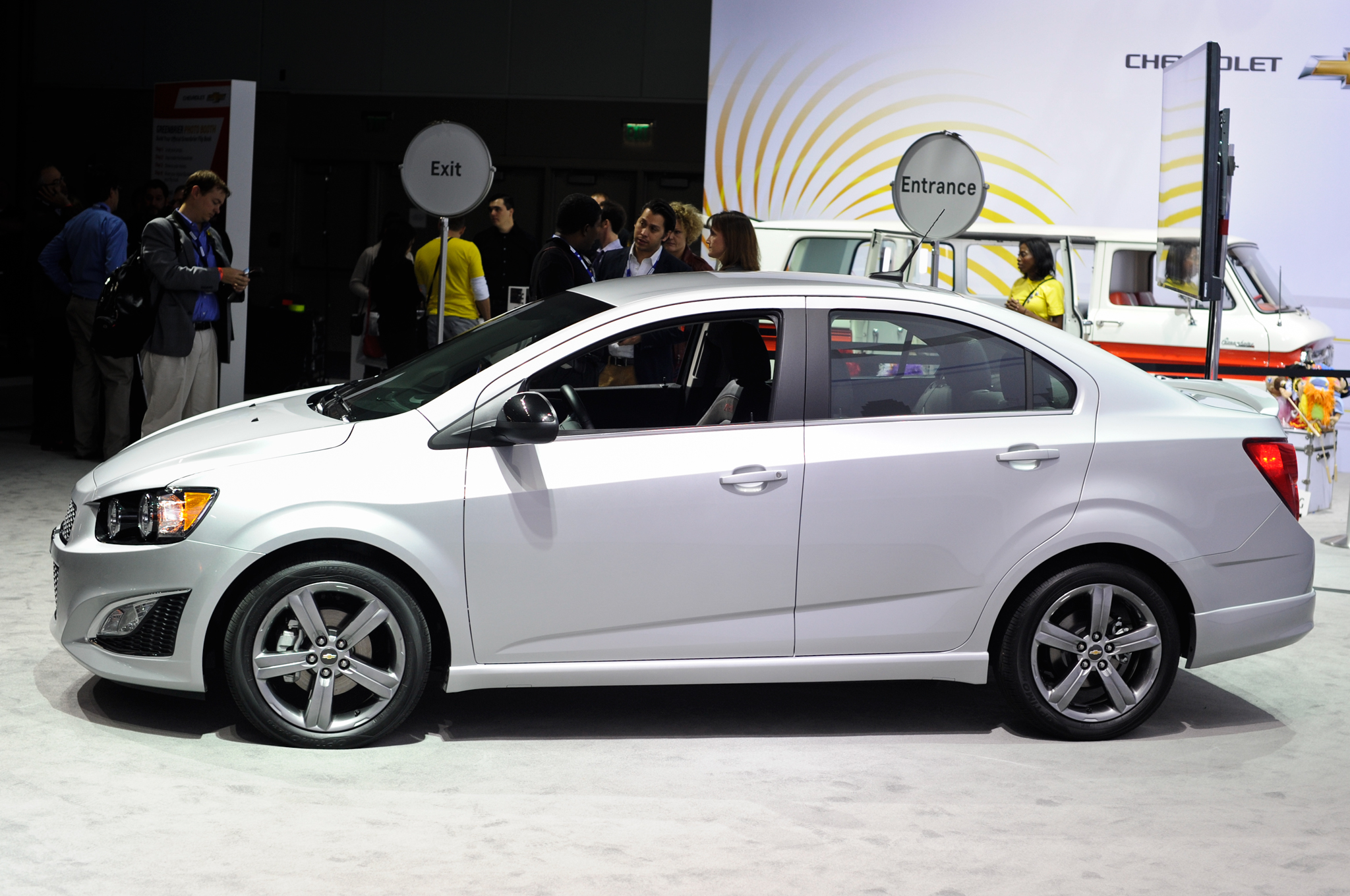 chevrolet sonic sed n 2015 juvenil y refinado lista de carros. Black Bedroom Furniture Sets. Home Design Ideas