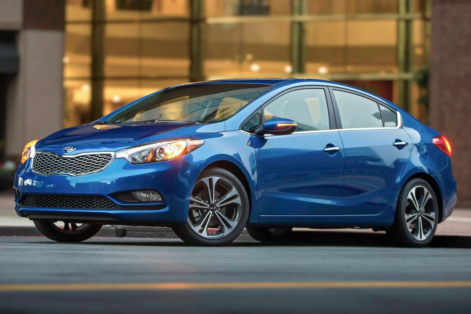 kia cerato 2015 kia forte 2015 lujo confort tecnolog a y aires deportivos lista de carros. Black Bedroom Furniture Sets. Home Design Ideas