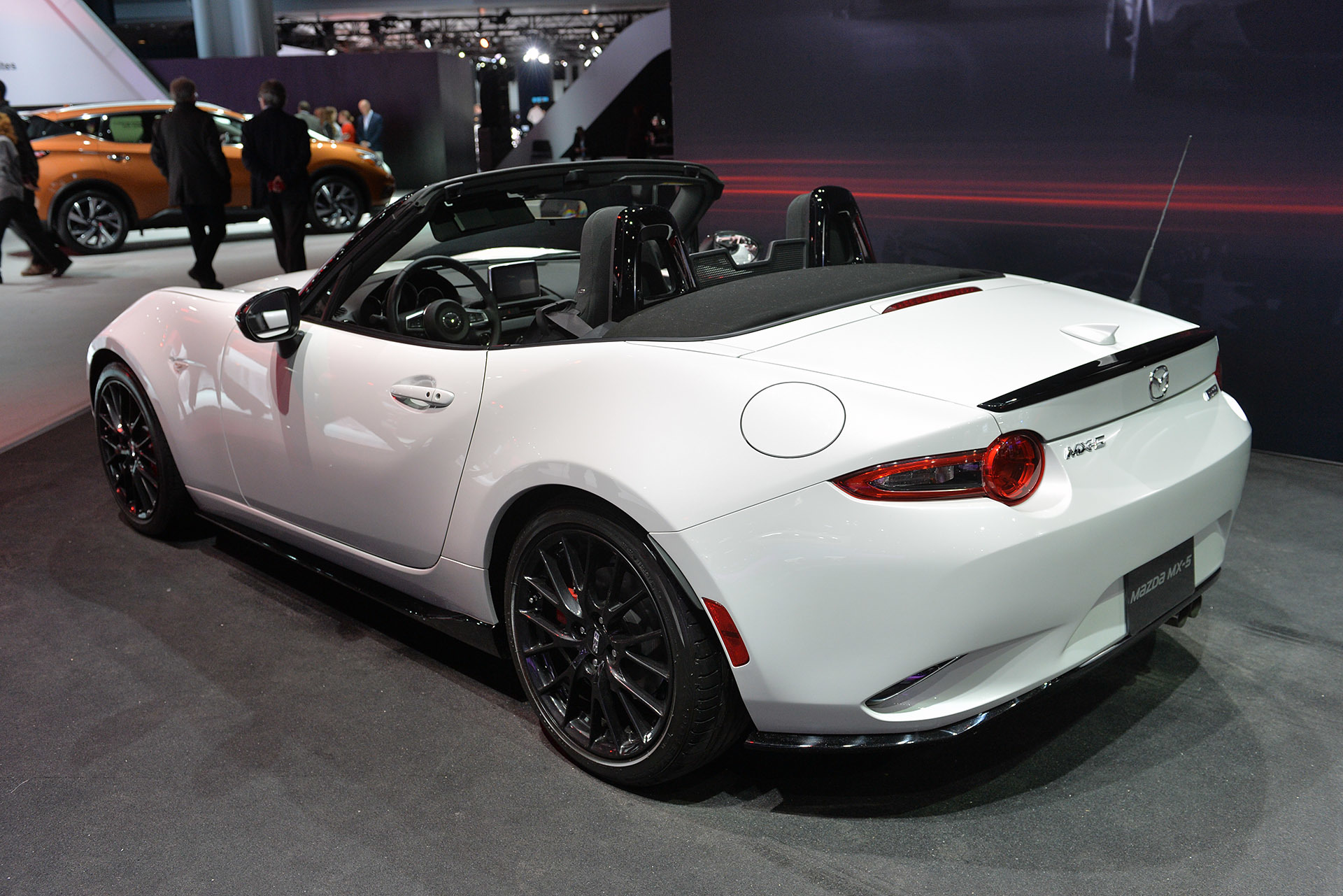 auto show de nueva york 2015 mazda mx 5 miata club edition lista de carros. Black Bedroom Furniture Sets. Home Design Ideas