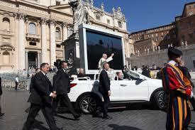 El nuevo Papamóvil es un Hyundai Santa Fe Cabrio.