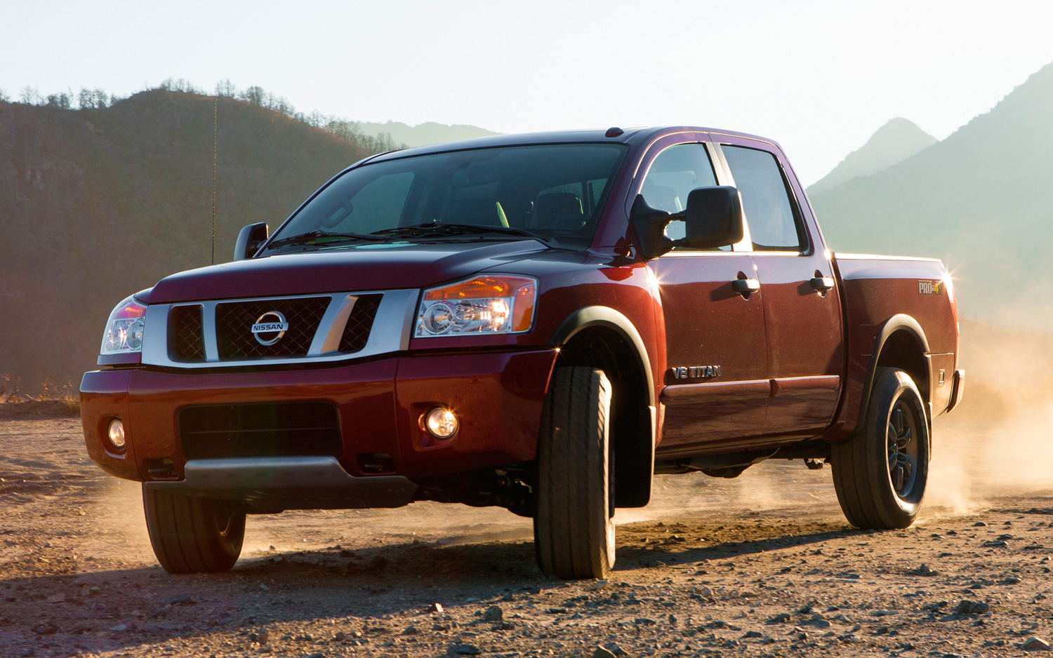 nissan titan 2015 una gran pickup para los m s exigentes lista de carros. Black Bedroom Furniture Sets. Home Design Ideas