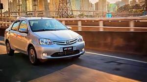 Toyota Etios Sedán 2015: buen equipamiento, atractivo precio.