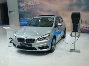 Salón del Automóvil de Frankfurt 2015: BMW 225xe Active Tourer