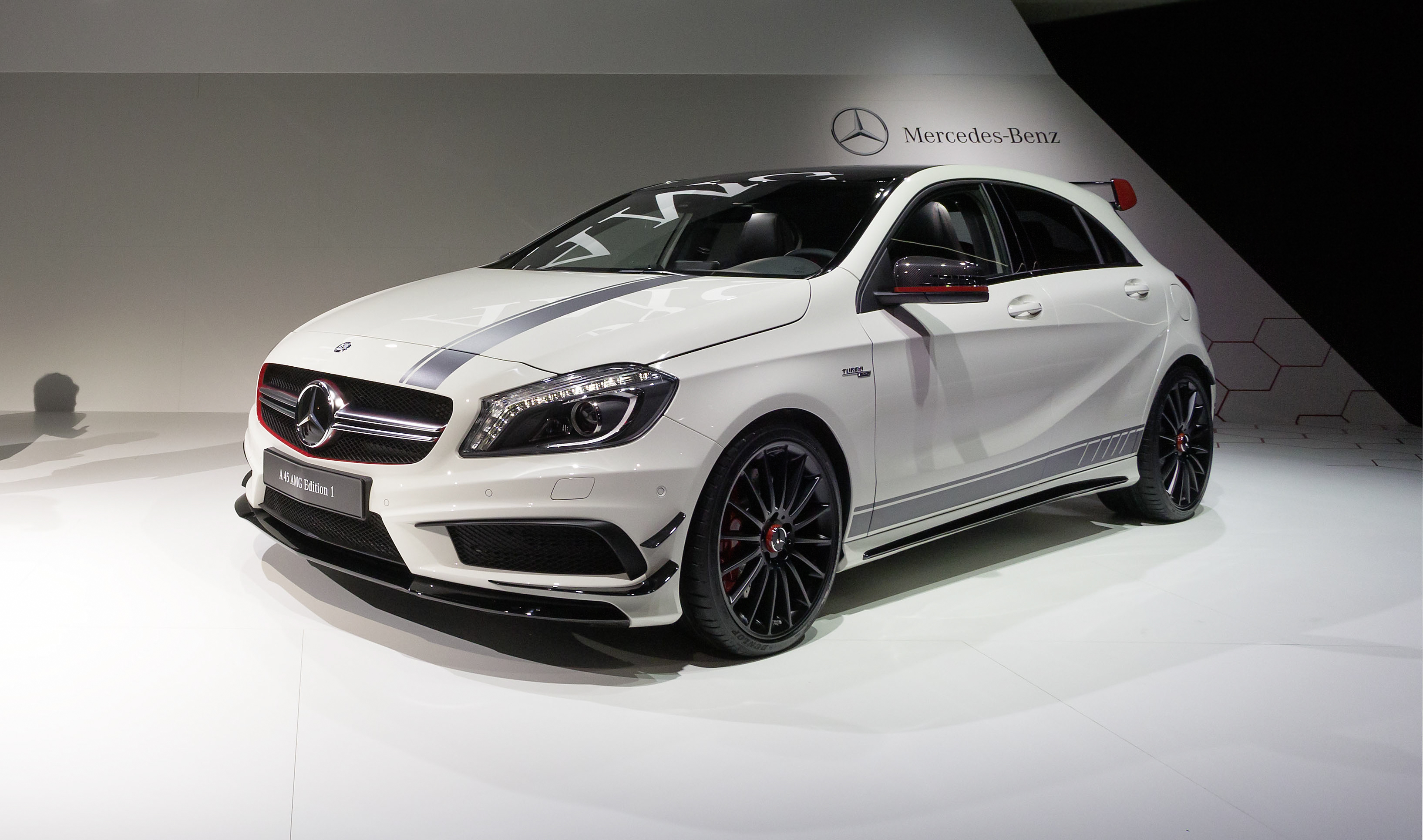mercedes benz a 45 amg 2015 lujo poder y altas. Black Bedroom Furniture Sets. Home Design Ideas