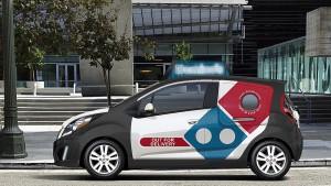 Domino's Pizza elige al Chevrolet Spark como su carro para sus domicilios.