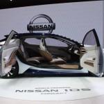 """Nissan IDS Concept: Es el primer vehículo de Nissan con Intelligent Driving, un nuevo concepto de tecnología de conducción autónoma en la que conductor y vehículo entran en comunicación directa para mejorar la seguridad de la conducción. """"El Nissan Intelligent Driving mejora las capacidades del conductor para ver, pensar y reaccionar y compensa los errores humanos que son la causa del 90% de los accidentes"""", señaló en la presentación del modelo Carlos Ghosn, Presidente y CEO de Nissan."""