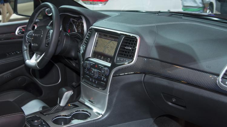 auto show de los ngeles 2015 jeep grand cherokee srt. Black Bedroom Furniture Sets. Home Design Ideas