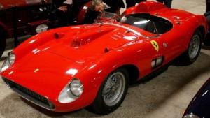 Un Ferrari 335S Spider Scaglietti 1957 es subastado en $35, 711,359 de dólares.