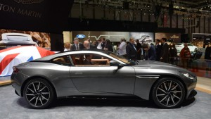 Auto Show de Ginebra 2016: Aston Martin DB11 2017, hermoso y poderoso