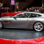 Ferrari GTC4Lusso: A diferencia del FF, la curva del techo del GTC4Lusso se ha visto rebajada, de igual forma ve renovados los grupos ópticos, la parrilla, el spoiler, el difusor y las entradas de aire.