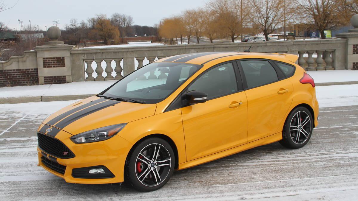 ford focus st 2016 explosivo r pido y divertido lista de carros. Black Bedroom Furniture Sets. Home Design Ideas