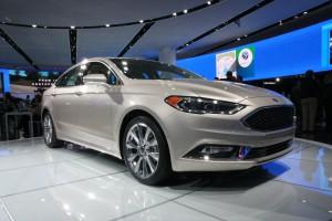 Ford Fusion Hybrid 2017: renovado y mejorado.