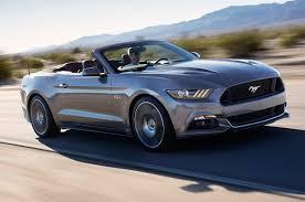 Ford Mustang Convertible 2016: el placer de conducir al aire libre.