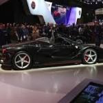 Ferrari LaFerrari Aperta: Será una edición limitada a tan solo 200 unidades (del Coupé fueron 499). Su precio igualmente será superior. Estará disponible con techo suave de tela o rígido de fibra de carbono.
