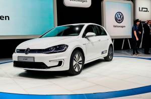 Auto Show de los Ángeles 2016: Volkswagen e-Golf 2017, 300 kms de autonomía