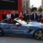 Ferrari F60 América: Otro elemento interesante del Ferrari F60 América es que es capaz de cerrar la capota de lona con el vehículo en marcha, siempre y cuando no se superen los 120 km/h de velocidad. Se rumora que su precio es de un poco más de 2.5 millones de dólares.