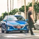 Hyundai Ioniq Autonomous Concept: Sin duda alguna el Hyundai Ioniq se está convirtiendo en uno de los autos más interesantes del último año. Primero fue catalogado como uno de los autos ecológicos del momento, y luego como el híbrido más rápido del mundo, y ahora, y para no desentonar, el fabricante asiático ha presentado un Concept aún más interesante. Se trata del Hyundai Ioniq Autonomous el cual se presenta como un prototipo de manejo autónomo.