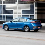 Hyundai Ioniq Autonomous Concept: A principios de este año, Hyundai Motor obtuvo una licencia para probar sus coches autónomos en entornos urbanos. Hyundai Motor está actualmente probando tres IONIQ autónomos y dos Tucson Fuel Cell autónomos en el Centro de Investigación y Desarrollo de Hyundai Motor en Namyang, Corea del Sur. Para exhibir sus vehículos autónomos en acción, Hyundai Motor debutará con dos IONIQ autónomos en el Consumer Electronics Show (CES) en enero de 2017, donde los coches circularán por los bulevares de Las Vegas.