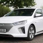 Hyundai IONIQ EV 2017:  Para el mercado de Chile tiene un precio de $24,490,000 (seis millones más que el Hyundai IONIQ híbrido que tiene un precio de $18.490.000.