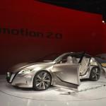 Nissan Vmotion 2.0 Concept: De su perfil destaca la ausencia del pilar B, las puertas traseras de tipo suicida y su techo flotante, algo muy de moda y que también es utilizado por otros fabricantes, mientras que de la zaga llaman la atención los pilotos con forma de búmeran flotante, que se encargan de acentuar la anchura de la parte posterior.