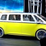 Volkswagen I.D. Buzz Concept: Es el segundo eléctrico de la nueva generación que el gigante alemán pondrá en el mercado a partir de 2020 y de la que espera haber vendido un millón de unidades en 2025.