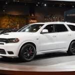 """Dodge Durango SRT 2018: Contará con un motor V8 de 6.4 litros Hemi, el mismo usado en las versiones """"SRT 392"""" del Dodge Challenger y del Charger, así como en el Jeep Grand Cherokee SRT. Produce los mismos 475 caballos de fuerza y las 470 libras-pies de torque del Jeep. Este motor está acoplado a una transmisión automática de ocho velocidades y una tracción total estándar.  Su precio será anunciado en los próximos días"""