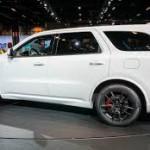 Dodge Durango SRT 2018: Según la Dodge, y cifras certificadas por la National Hot Rod Association (NHRA), el Durango SRT 2018 pasará de 0 a 60 mph en 4.4 segundos, y alcanzará el cuarto de milla en 12.9 segundos. Será la SUV de tres filas más rápida de su clase y inigualable capacidad de remolque. Su precio será anunciado en los próximos días