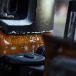 Jeep Wrangler Hunting Unlimited por Vilner: Pero faltaban más exigencias del comprador. Ordenó mejorar el performance del vehículo por medio de una suspensión Fox que además de incrementar las capacidades 4x4, eleva la distancia con respecto al suelo, así mismo, unos gigantescos neumáticos BF Goodrich Krawler de 37 pulgadas y un winch completan los aditamentos para salir del camino.