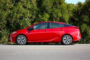 Toyota Prius 2017: pequeños cambios para continuar su reinado.