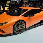 Lamborghini Huracán Performante:El motor para el Lamborghini Huracán Performante fue revisado empleando la experiencia de la marca en competición, gracias a esto su motor V10 de 5.2 litros ha aumentado hasta los 649 CV (640 hp) y el par máximo hasta los 600 Nm a 6.500 rpm. Una de las mayores novedades del nuevo Huracán Performante es la adopción del nuevo sistema Aerodinamica Lamborghini Attiva o ALA, que permite modificar su drag según las necesidades, aumentándolo o disminuyéndolo, siendo gobernado en todo momento por la Piattaforma Inerziale o LPI, que indica a los motores eléctricos que modifiquen el funcionamiento de flaps y spoilers. Tendrá un precio de 195.040 euros más impuestos. Las primeras unidades serán entregadas en verano de 2017.