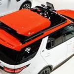 Land Rover Discovery Project Hero-i: Ha sido creado a partir de un Land Rover Discovery el cual irá a formar parte exclusiva de la flota de la Cruz Roja austriaca, que tendrá a su disposición este auto un dron de búsqueda y rescate, capaz de despegar y aterrizar sobre el automóvil aunque esté en movimiento. Con esta tecnología, se mejorarán las comunicaciones y se reducirá el tiempo de respuesta en casos de desastres. Por primera vez un dron incluye un sistema de aterrizaje totalmente integrado, así como un dispositivo de centrado automático para ayudarlo a posarse. Es bueno señalar que este dron tiene una velocidad máxima de 54 km/h.