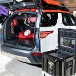 Land Rover Discovery Project Hero-i: Será utilizado en el centro de formación de Erzberg en Austria, junto a las montañas de Eisenerz durante 12 meses a partir de Junio. El coche con dron se utilizará en simulacros de emergencias para desarrollar nuevas técnicas para la ayuda en desastres como corrimientos de tierra, avalanchas, inundaciones o terremotos. Según Land Rover, será usado incluso en simulacros nocturnos en bosques espesos, donde normalmente las labores de rescate quedan interrumpidas hasta el amanecer. Las experiencias adquiridas con el Project Hero permitirán entender mejor las características, necesidades y utilidades de los drones en situaciones de emergencias.