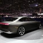 Pininfarina H600:Es un sedán de lujo y alto rendimiento que nace de un proyecto colaborativo entre Hybrid Kinetic Group y Pininfarina. En él se ve plasmado todo lo que se espera de un sedán. TYiene una longitud similar a la del Mercedes Clase C o la del BMW 7 Series:  5,20 metros de largo y 2 metros de ancho, pero sí, los mide. A pesar de que su carrocería es de aluminio este prototipo pesa 1,800 kg, esto se debe en parte a su turbina y sus baterías. No se ha confirmado si llegaría al mercado ni mucho menos su posible precio.