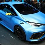 Renault Zoe e-Sport Concept: En el Auto Show de Ginebra 2017 hemos visto espectaculares autos como por ejemplo el Pininfarina Fittipaldi EF7 y el nuevo McLaren 720S. Pero Auto Show que se respete tiene su sorpresa y en la cita suiza ese honor nos lo dio el Renault Zoe e-Sport Concept, una versión del ZOE con impresionantes 460CV. Es 100% eléctrico gracias a dos motores situados uno en cada eje que además proporcionan un eficaz sistema de tracción total.