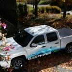 VIA V-Trux: Cada día son más los carros eléctricos que están llegando al mercado, pero no se ofrecía ninguna con carrocería Pick Up. Pero eso ha terminado con la llegada al mercado de los Estados Unidos de la VIA V-Trux, el primero de su categoría que llega a norteamérica la cual fue diseñada por VIA Motors, un especial auto con autonomía extendida gracias a un motor a gasolina que le genera más propulsión eléctrica. Su precio es de $65,000 dólares.