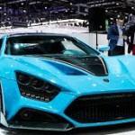 Zenvo TS1 GT: Su diseño es espectacular, pero en donde verdaderamente se encuentra la emoción es bajo su capó. Ahí se esconde un radical motor V8 de 5.8 litros con dos compresores, que está acoplado con una caja de cambios de 7 velocidades. Esto le permite generar increíbles 1.163 caballos de fuerza y 1.100 Nm, que será suficiente para que esta bestia alcance una velocidad máxima de 402 km/h (250 mph) y acelerar de 0 a 100 km (62 mph) en tan solo 2.8 segundos. Su precio es de 1,3 millones de euros.