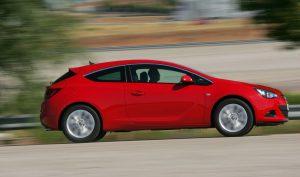 Opel Astra GTC 2017: músculos, diseño y emociones