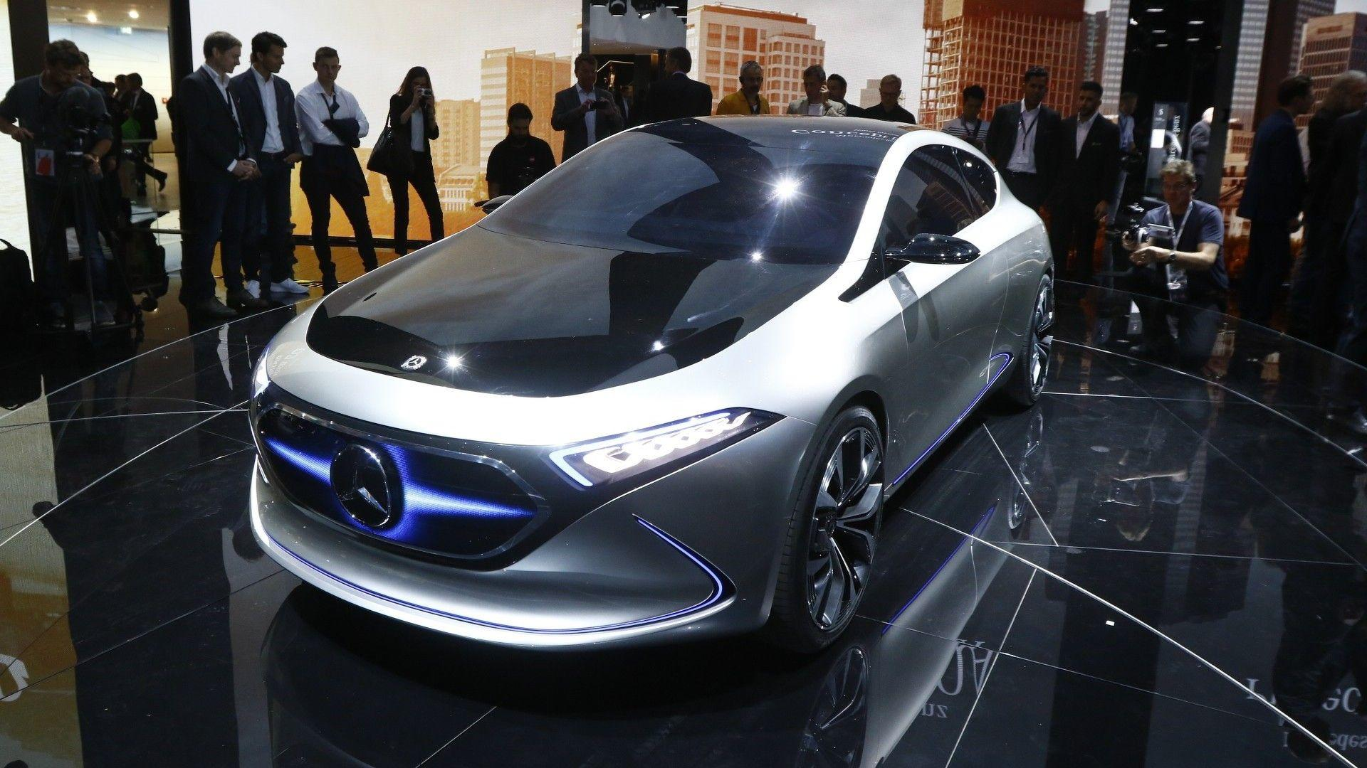 Auto show de frankfurt 2017 mercedes benz eq a concept for Mercedes benz employee salary