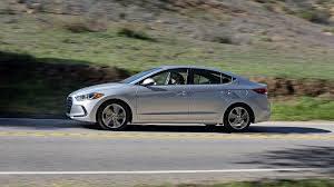 Hyundai Elantra 2018: estilizado, aerodinámico y juvenil.