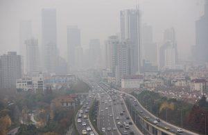 China prohíbe 533 vehículos de gasolina y diesel
