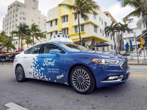 Los autos autónomos de Ford ya entregan las pizzas en Miami.