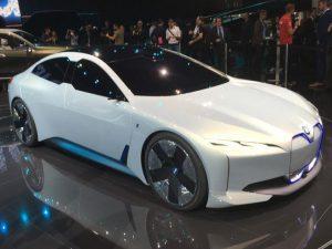 BMW i4, un sedán eléctrico y tecnológico.