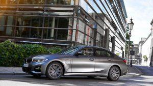 BMW 330e 2020: 292 CV y 50% más de autonomía eléctrica que antes